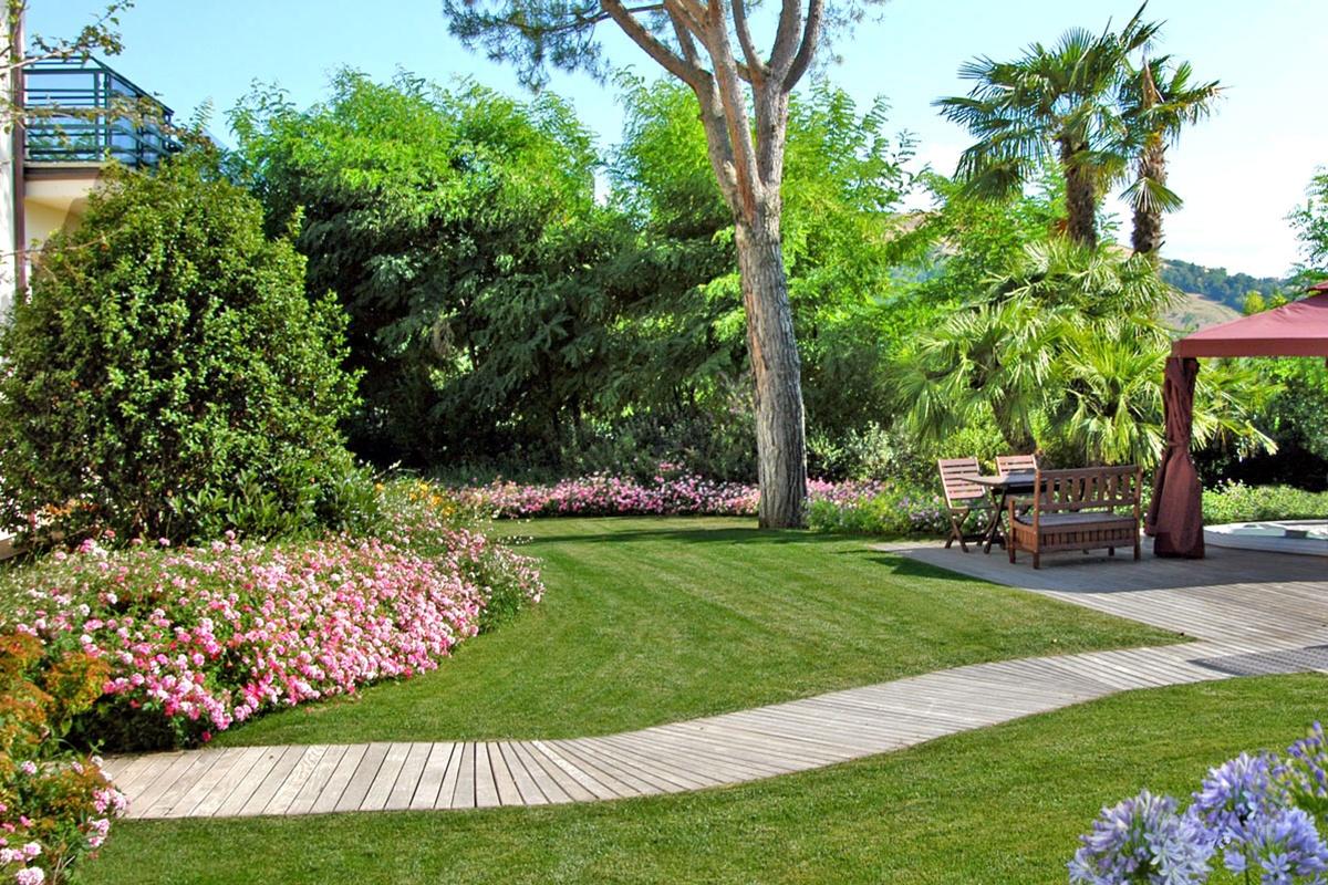 Sistemare un vecchio giardino con un buon progetto - Minipiscina giardino ...
