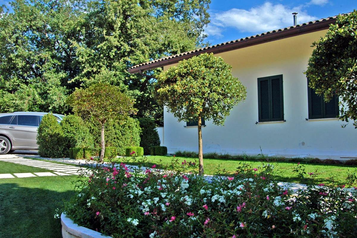 Sistemare un vecchio giardino con un buon progetto for Alberelli per giardino