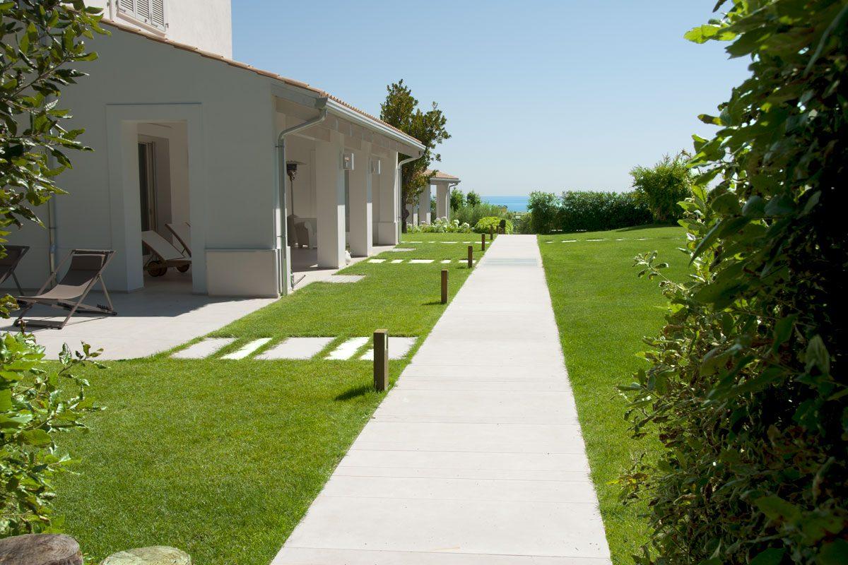 essenzialit mediterranea in giardino pellegrini giardini