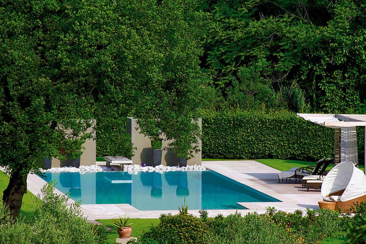Villa in campagna con giardino e piscina minimal - Giardini con piscina ...