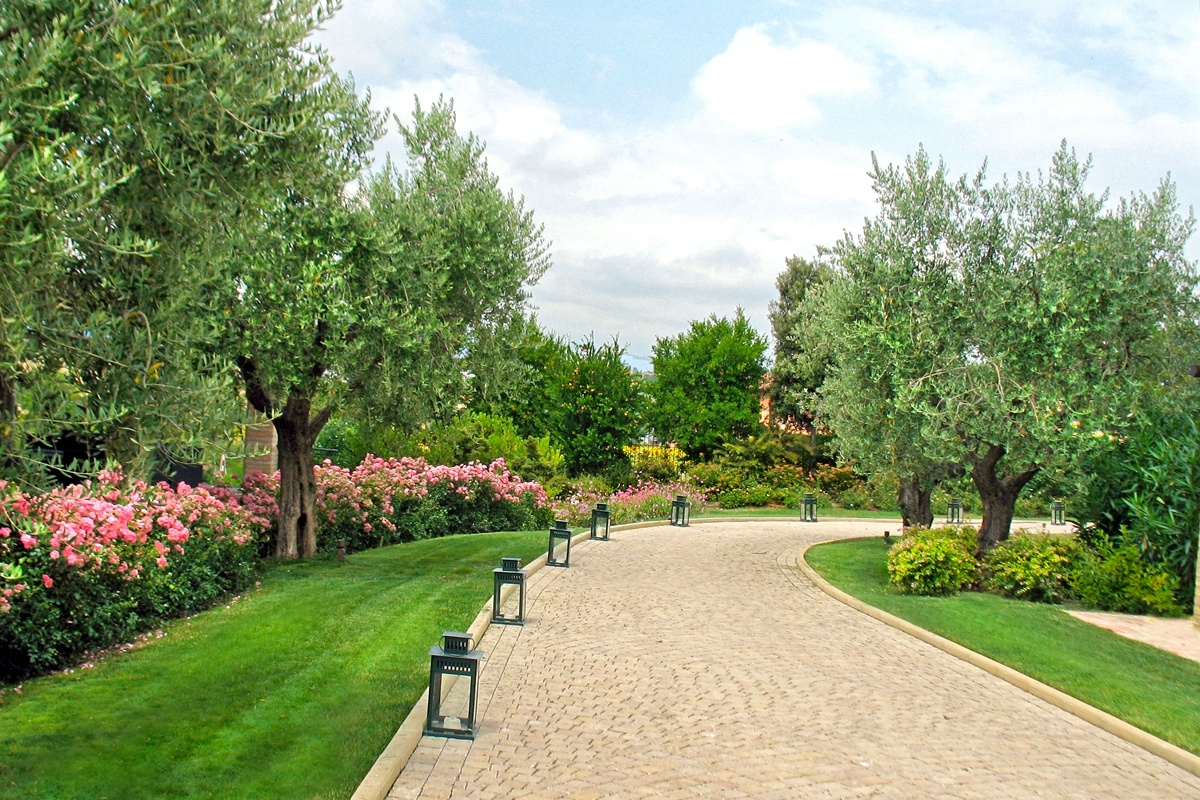 Realizzazione giardini country house la colombaia - Giardini country ...