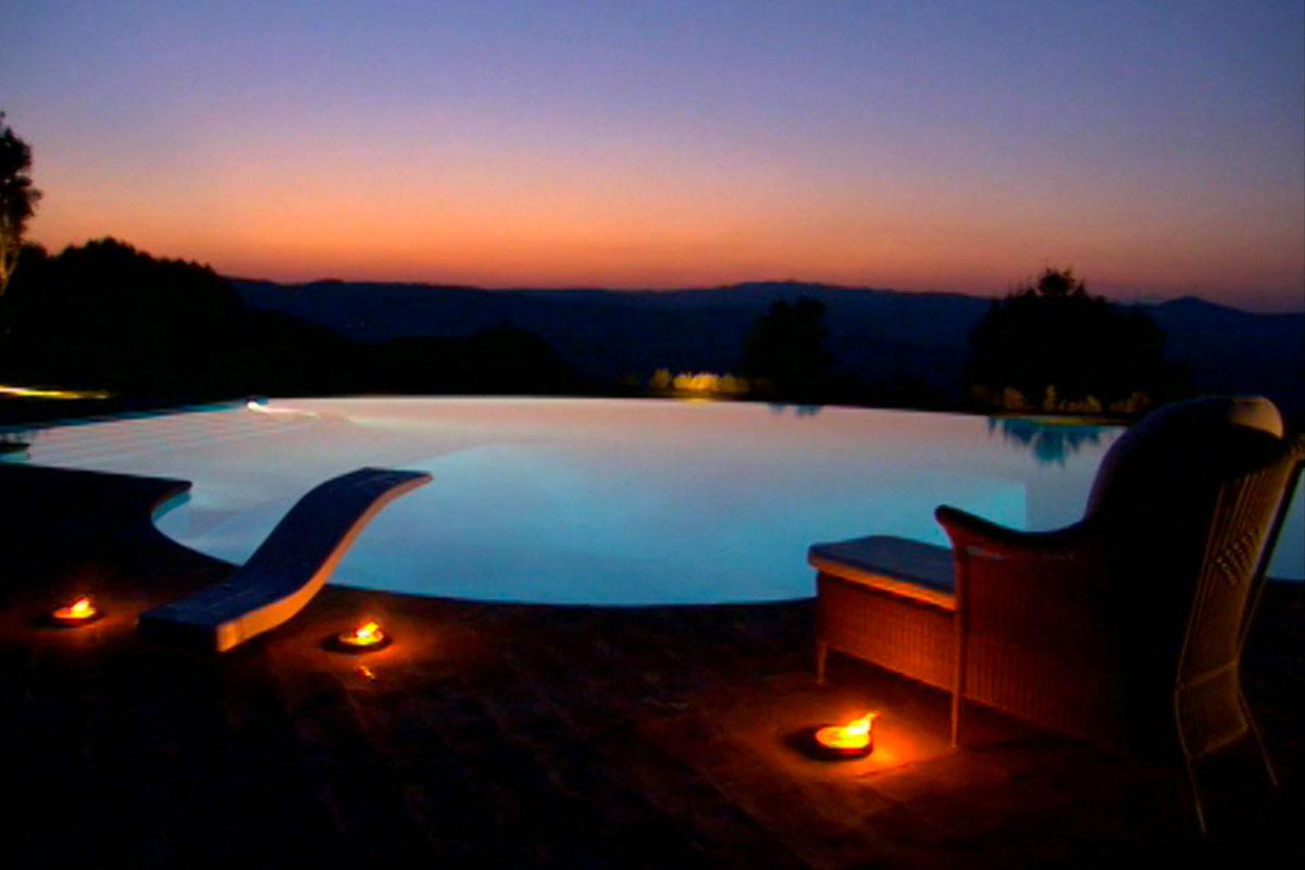 Le 9 regole per progettare il proprio giardino for Candele per piscina
