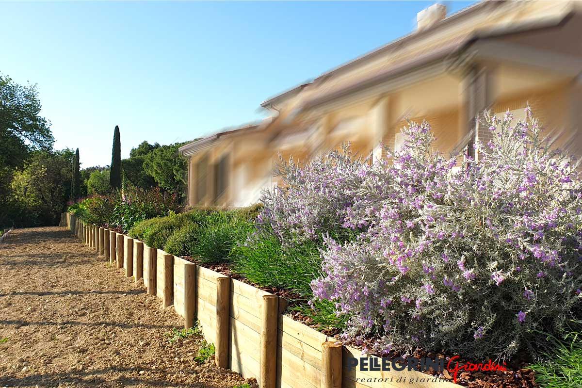 Cosa è Piscina In Giardino Foto Di Giardino Stile