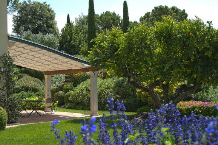 giardino; veranda, melograno